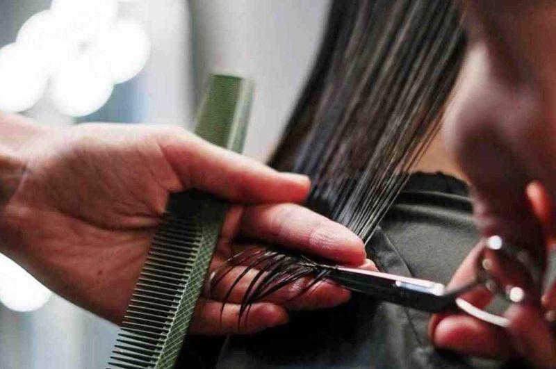 santini in aiuti di parrucchiere ed estetiste